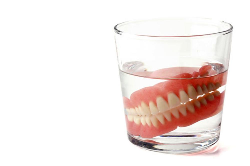 適切な入れ歯の保管